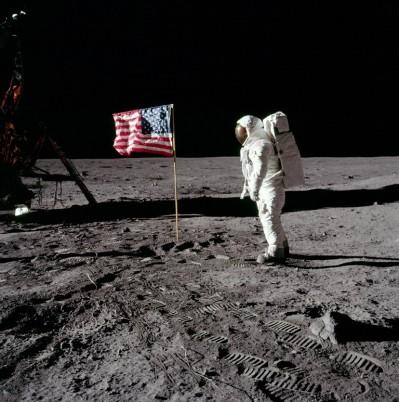 steagul american pe Luna
