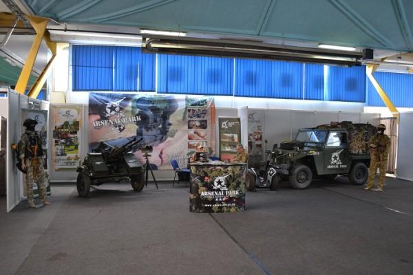 Arsenal Park pune la dispoziție echipament militar autentic pentru distracția turiștilor care îi vizitează (Radu Hângănuț)