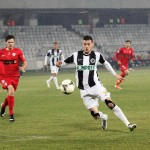 """Paradoxal """"U"""" Cluj luptă pentru salvarea de la retrofradare,   dar Vali Lemnaru (foto,   în alb şi negru) ar putea fi golgheterul Ligii I / FOTO: Dan Bodea"""