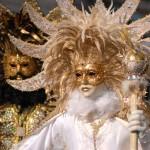 Lumea în carnaval: măşti,   costume,   dans şi multă distracţie