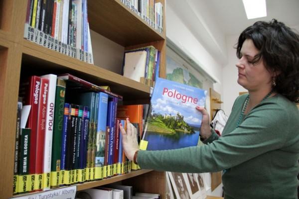 O consistentă bibliotecă se află la dispoziția celor interesați de civilizația și cultura poloneze/ Foto: Dan Bodea
