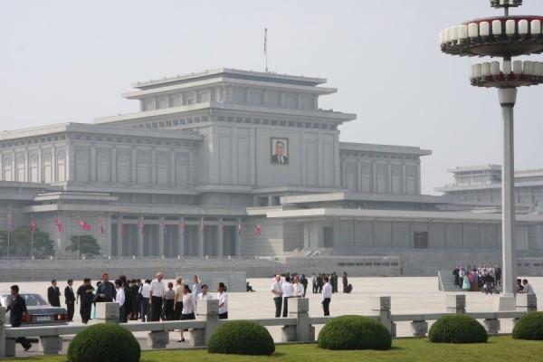 Ju Sak Gung,   clădirea care a inspirat Casa Poporului