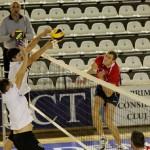 Voleibaliştii de la Universitatea Cluj au părăsit ultimul loc al clasamentului, după victoria cu 3-1, în faţa juniorilor campioanei en-tritre Tomis Constanţa / FOTO: Dan Bodea (arhiva)