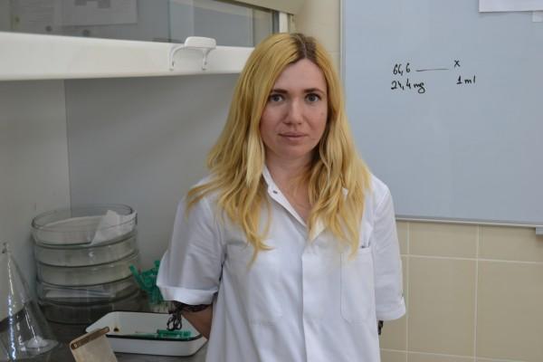 Ioana Bedecean,   doctoranda care a realizat tratamentul cu oregano administrat pisicii.