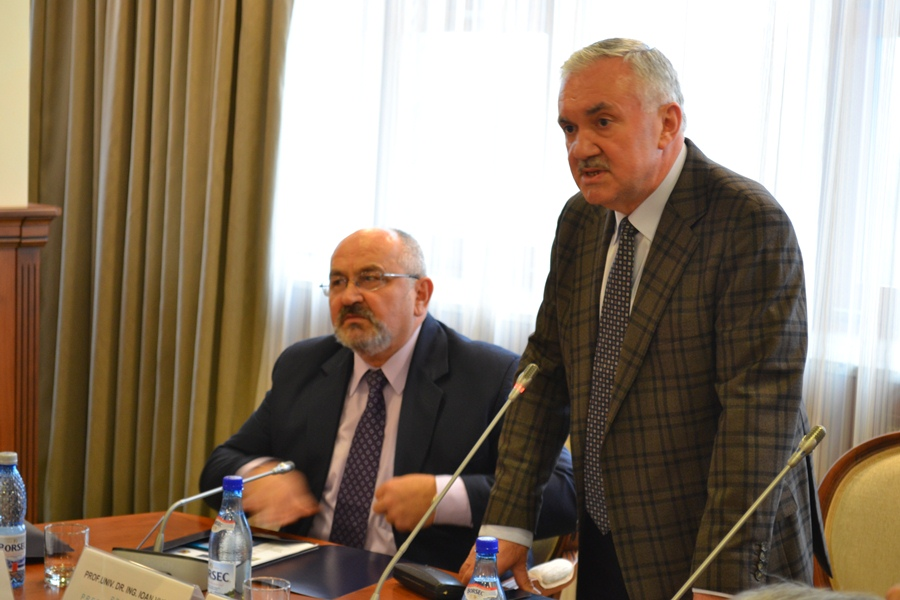 Rectorul UMF, Alexandru Irimie, a prezentat proiectul MedFuture, care va fi finalizat în 15 luni. (Foto Radu Hângănuț)