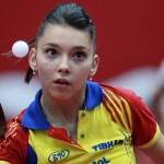 Bernadette Szocs şi colegele ei de la echipa naţională de tenis de mas a României trebuie să învingă,   miercuri,   Austria,   pentru a spera la o calificare în fazele superioare ale Campionatului Mondial