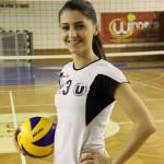 """Bianca Cenan este un exemplu de succes,   model pentru orice tânăr. Este pompier,   studentă şi voleibalistă la """"U"""" Cluj / FOTO: Dan Bodea"""