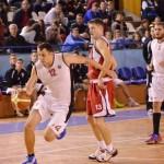 """La un an distanţă de la reînfiinţarea secţiei de baschet masculin, """"U"""" Cluj luptă pentru promovarea în Liga naţională de Baschet Masculin"""