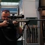 Dr. Paul Schuller este pasionat de vânătoare şi a venit la Cluj pentru a-şi prezenta colecţia de arme de vânătoare / FOTO: Dan Bodea