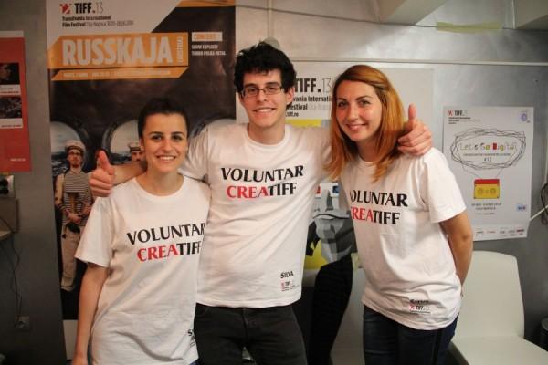 Trei dintre voluntarii Festivalului Internaţional de Film Transilvania/Foto: Dan Bodea