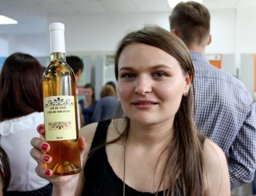 300 ml din vinul de gheață realizat de Daniela ar putea costa chiar și 60 de lei ( FOTO: Dan Bodea)