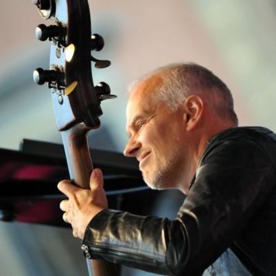 Lars Danielsson va cânta în duet la Jazz in the Park cu Teodora Enache la ora 20.30/Foto: www.wikipedia.org