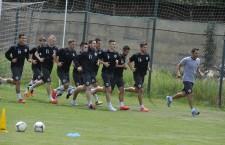 Fotbaliștii de la Universitatea Cluj au efectuat,   luni,   primul antrenament al acestei veri / Foto: Dan Bodea
