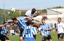 Fundaşul francez Diaranke Fofana (foto, în săritură) a marcat la meciul de debut pentru Universitatea Cluj, noua sa echipă / Foto: Dan Bodea