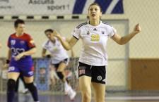 """Interul echipei """"U"""" Jolidon,   Laura Popa,   a avut evoluţii excelente în utlimul sezon,   iar acestea i-au fost răsplătite cu convocarea la echipa naţională care va evolua la Campionatul Mondial de tineret / Foto: Dan Bodea"""