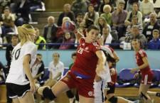 """Pivotul echipei """"U"""" Jolidon Cluj, Roxana Cîrjan a marcat două goluri pentru calificarea României în sferturile mondialului de tineret din Croaţia (Foto: Dan Bodea)"""