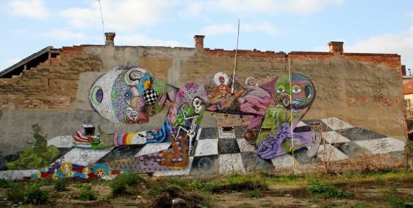 Un desen al lui Kero Zen pe suprafaţa peretelui unei clădiri din Piaţa Mihai Viteazu din Cluj,   clădire în prezent dărâmată/Foto: Dan Bodea