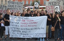 Studenții și-au acoperit gurile în semn de protest față de măsurile prevăzute în OUG 49/2014 (Foto: Radu Hângănuț)