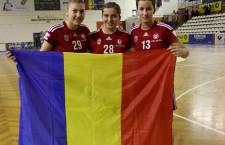 Cristina Laszlo (foto,   prima din dreapta) a marcat 9 goluri pentru România,   împotriva Olandei şi s-a calificat în semifinalele Campionatului Mondial de handbal junioare U18 / Foto: Dan Bodea