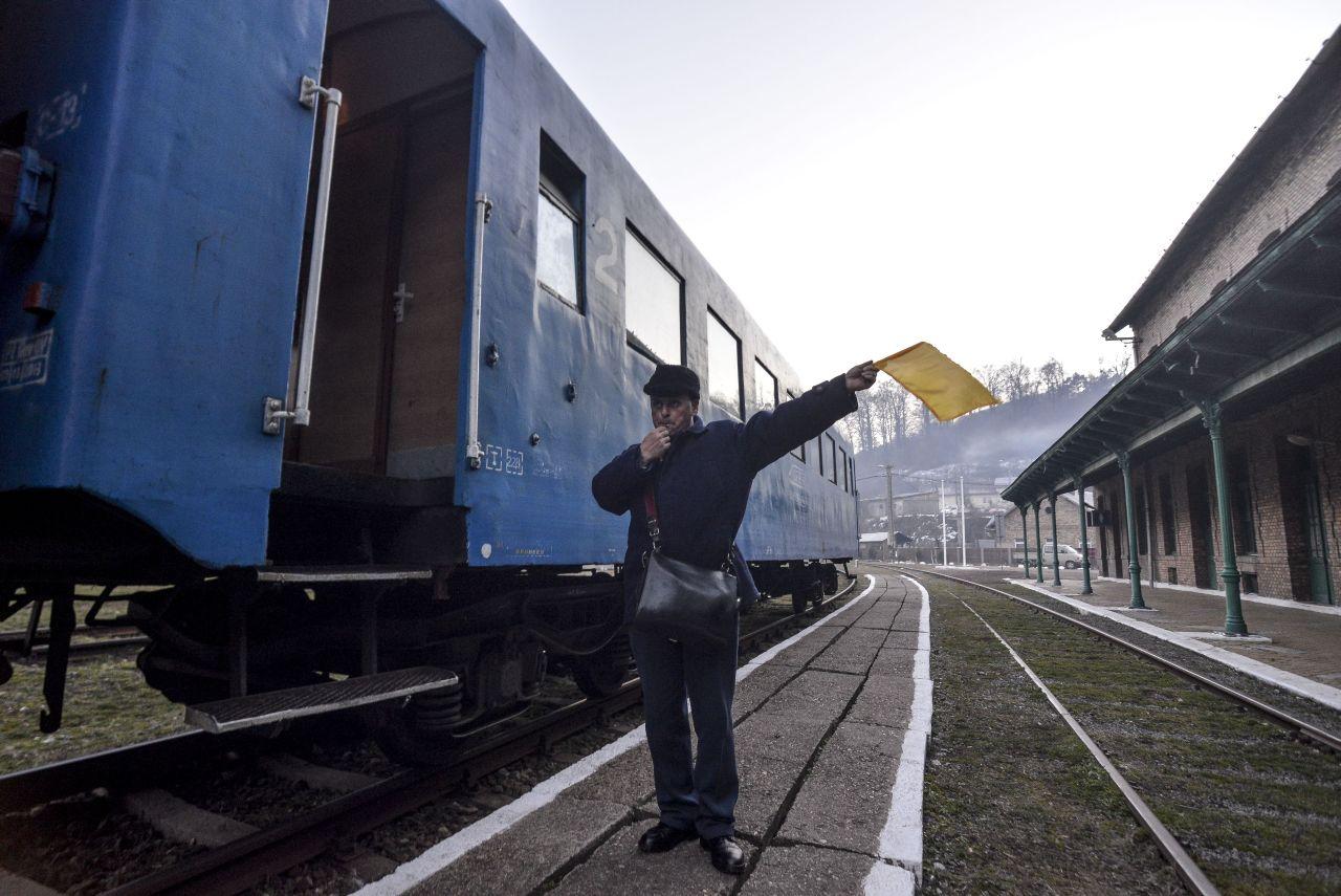 Numărul curselor de tren între Anina și Oravița este de două pe zi,   dus-întors