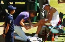 La scorul de 2-2 Simona Halep a călcat strâmb şi a suferit o entorsă, iar drumul româncei la Wimbledon s-a oprit în semifinale, în faţa canadiencei Eugenie Bouchard