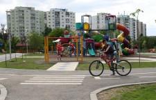 Dotări noi în locurile de joacă şi spaţiile verzi din oraş