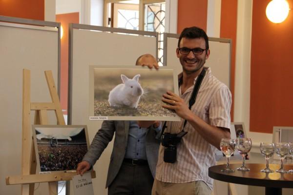 Jurnalistul Ovidiu Cornea a achiziționat o fotografie semnată de Mircea Roșca/Foto: Dan Bodea