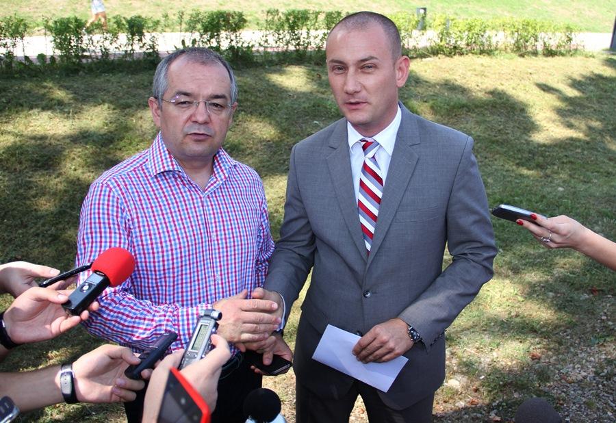 Emil Boc și Mihai Seplecan și-au dat mâna (Foto: Dan Bodea)
