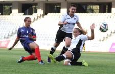 Fanni Vago (foto,   cu numărul 7) a marcat de trei ori în poarta formaţiei Hiberbians,   în victoria campioanei României,   scor 5-0,   în Champions League / Foto: Dan Bodea