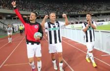 Nuno Viveiros (foto,   primul din dreapta) a deschis scorul în meciul cu Concordia Chiajna,   încheiat cu succesul Universităţii Cluj,   scor 2-0 / Foto: Dan Bodea