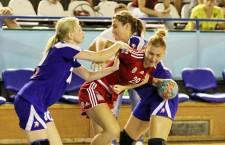 """Laura Popa şi colegele ei de la """"U"""" Alexandrion au câştigat dar un meci în cadrul turneului Memorial """"Tiberiu Rusu"""" / Foto: Dan Bodea"""