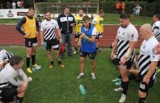 Ioan Teodorescu (foto în centrul imaginii) a pus capăt unei cariere extraordinare pentru a ajuta cu experienţa lui la formarea unei noii generaţii de top în rugby-ul clujean / Foto: Dan Bodea