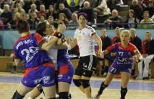 """""""U"""" Alexandrion şi HCM Roman au terminat la egalitate (29-29) meciul disputat în prima etapă a Ligii Naţionale de handbal feminin / Foto: Dan Bodea"""