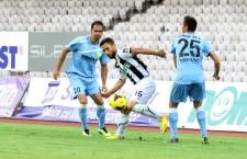 Nuno Viveiros (foto în alb-negru) a marcat singurul gol al Universităţii Cluj în remiza cu FC Braşov / Foto: Dan Bodea