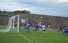 Arieşul Turda (foto,   în roşu şi albastru) şi Unirea Jucu s-au calificat în faza a IV-a Cupei României la fotbal