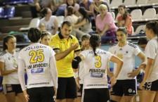 """După luni bune de suferințe și lipsuri materiale,   handbalistele de la """"U"""" vor avea din acest sezon un nou sponsor / Foto: Dan Bodea"""