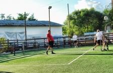 Pasionaţii de fotbal-tenis sunt invitaţi la sfârşitul săptămânii la un turneu deschis tuturor categoriilor de vârstă