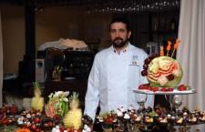 Sebastian Bătinaş adoră să realizeze decoraţiuni florale