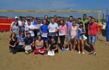 """Participanții la cea de-a treia ediție a Cupei Presei la Beach Volley """"U"""" 95"""