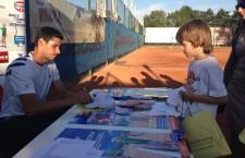 """Victor Hănescu a fost întâmpinat cu multă simpatie de copiii din Cluj,   care au participat la evenimentele din cadrul campaniei """"Orice campion are un început"""""""