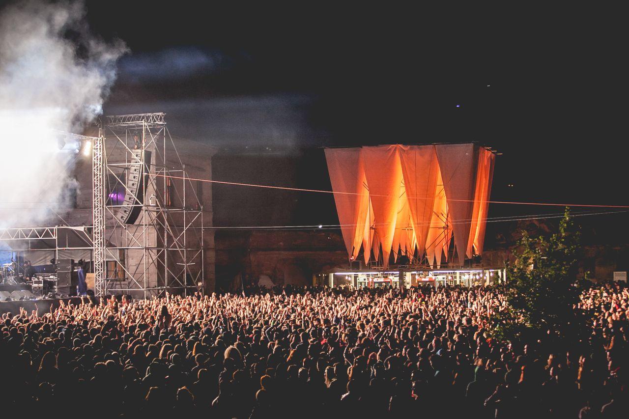 Mii de fani asistă la fiecare recital important  din cadrul festivalului