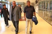 Preşeditele CFR-ului, Iuliu Mureşan, l-a întâmpinat personal pe Mircea Lucescu la aterizarea pe aeroport / Foto: Dan Bodea