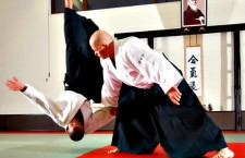 Clujeanul Dorin Marchiș (foto, în picioare) practică Aikido Aikikai de peste 30 de ani și este Sensei 5 dani