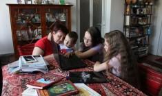 Alexandria, Antonia și David sunt gata de școală sau grădi. La fel și mama lor/ Foto: Dan Bodea