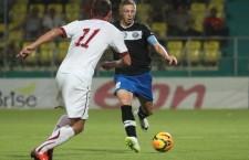 Bogdan Mitrea (foto,   cu faţa) a fost convocat de urgenţă la echipa naţională,   după accidentarea lui Goian