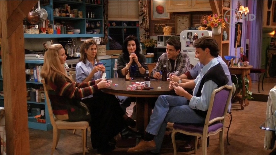 "Înainte de a rămâne la titlul ""Friends"",   producătorii au luat în considerare şi alte nume pentru serial: ""Friends Like Us"",   ""Six of One"",   ""Across the Hall"",   ""Once Upon a Time in the West Village"" şi ""Insomnia Cafe""."
