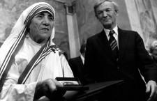 Pentru activitatea sa,   Maica Tereza a primit Premiul Nobel pentru Pace în octombrie 1979. A fost beatificată de Ioan Paul al II-lea la 19 octombrie 2003.