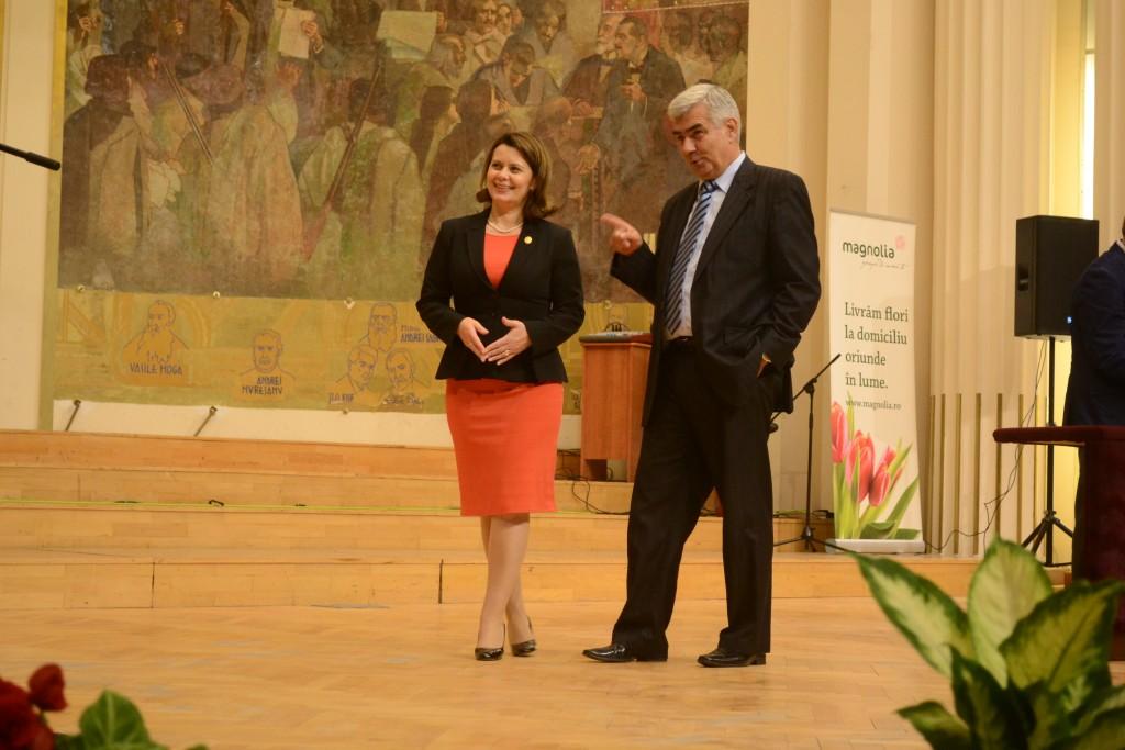 Ministrul Delegat pentru Dialog Social,   Aurelia Cristea și Șeful Inspectoratului Școlar Județean (ISJ) Cluj,   Valentin Cuibus
