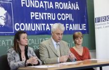 """Oana Bica,   manager proiect """"Educația de calitate pentru toți"""",   Mihai Roșca,   directorul Fundației Române pentru Copii,   Comunitate și Familie,   Raimonda Boian,   PR FRCCF / Foto: Dan Bodea"""