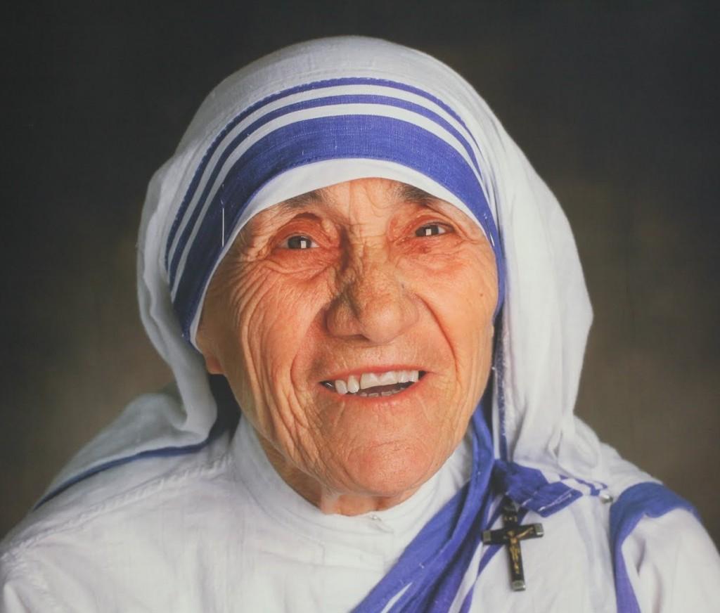 """""""Mulţi oameni sunt preocupaţi de foametea din India şi din Africa,   de violenţa din Statele Unite şi aşa mai departe. Dar eu cred că cea mai mare problemă este avortul,   care distruge iubirea din inima mamei,   armonia dintre soţi. Prin avort,   mama nu învaţă să iubească,   tatăl nu învaţă responsabilităţile sale,   pacea din familie este distrusă. Nu ucideţi copilaşii! Vreau să propun alternativa adopţiunii în locul avortului. Le rog pe toate mamele din lume: dacă nu doriţi un copil,   daţi-mi-l mie... Eu doresc copilul vostru! Aşa am adoptat peste 3.000 de copii în Calcutta"""" - Maica Tereza."""